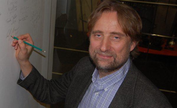 Professor Dirk Morr signs the Ehrenfest wall.